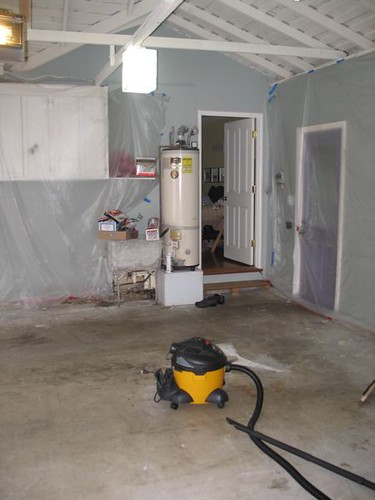 Scuzzy garage floor before staining