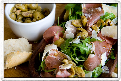 :: SIMPLE ANTIPASTO SALAD