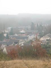 Rue de voisins (petitewebfleur) Tags: france village hiver maison rue brouillard valle essonne juine valledelajuine ruedevoisins saintcyrlarivire