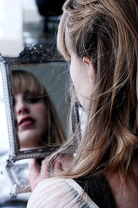 olivia tessa mirror