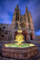 Burgos Cathedral  Catedral de Burgos HDR 2 (marcp_dmoz) Tags: plaza light espaa building luz church water fountain architecture night canon eos noche spain arquitectura agua wasser catholic exterior nightshot cathedral nacht map gothic fuente kathedrale catedral iglesia kirche architektur burgos tone hdr spanien nachtaufnahme katholisch gotico catolico bracketing gotisch fontne castillayleon photomatix 50d horquillado exteriorhdr