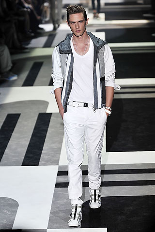 Mathias Lauridsen3112_SS10_Milan GUCCI(Men Style)