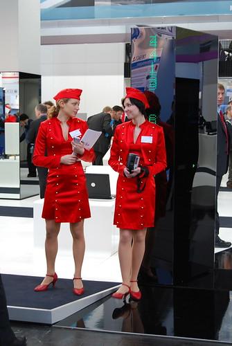 En soms zijn de dames aangekleed als stewardessen....