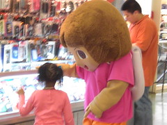 And Take Her Picture With Dora (billyhc) Tags: mall palisadescenter doratheexplorer charactercostume