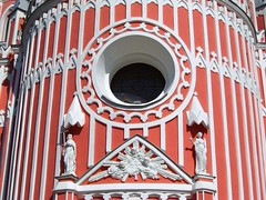 Chesme  Church - detail (magellano) Tags: red sculpture color colour detail art church statue stpetersburg colore arte russia petersburg chiesa finestra saintpetersburg statua leningrad scultura dettaglio pietroburgo sanpietroburgo  leningrado saintptersbourg artlegacy