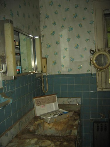 2nd floor bathroom sink