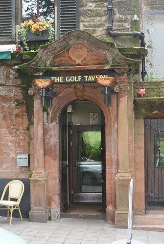 Golf Tavern, Bruntsfield (door) by Hector MacQueen.