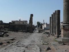 Syria 40 - Bosra - Colonnaded Street (Graham of the Wheels) Tags: street travel vacation syria 2008 bosra colonnaded decumanus