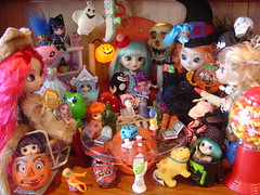 Talk to the Hand (raining rita) Tags: party dog halloween angel skull witch dwarf clown pumpkins lion aliens frog di devil troll skeletons fairies pullips candycorn jackolanterns ringmaster frenchkitty tinybetsymccall littlepullips killercandy