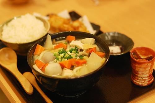 しっぽくうどんと米と、とり天(ぶつをのうどん・宇都宮市) (by kimishowota)