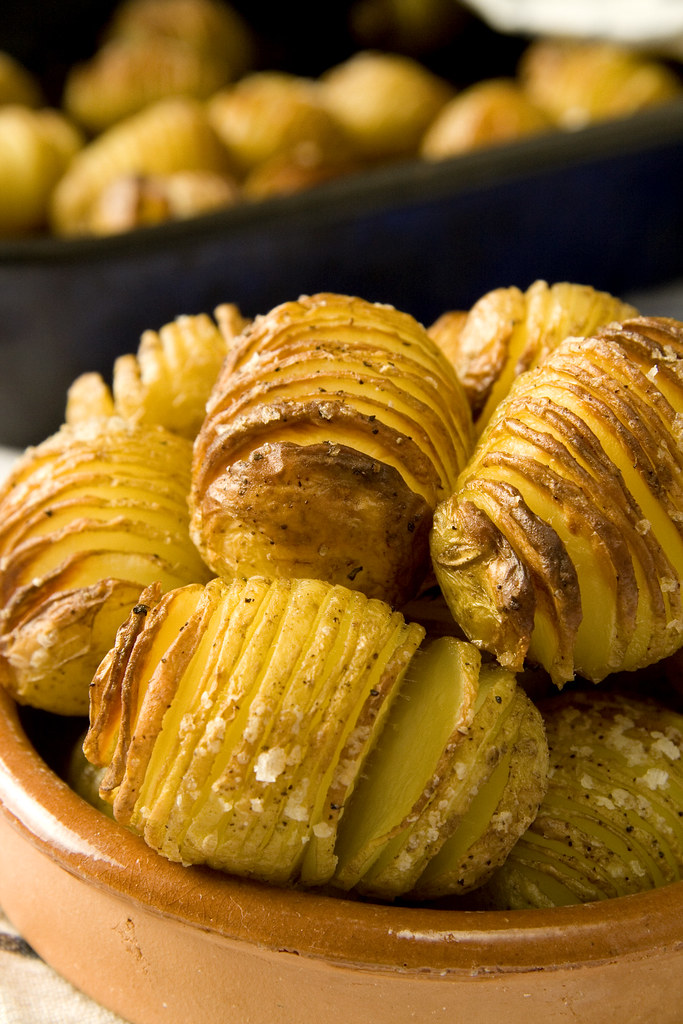 :: Crispy Hasselback Potatoes