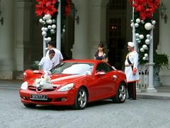 Mercedes before Raffles Hotel (bonho1962) Tags: wedding mercedes singapore honeymoon singapur weeding raffles redsportscar