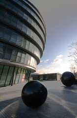 CIty Hall, London (laujhil) Tags: city uk london glass thames reflections modernarchitecture wideanglelens governmentbuildings wintersunshine canon400d