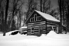 Smith's Sugar Shack (Davey S) Tags: blackandwhite bw snow forrest cottage kitlens nd gradient shack cokin neutraldensity
