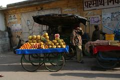 巨大柑橘フルーツを売る屋台。