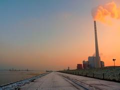 e.on Kohlekraftwerk Wilhelmshaven (perspective-OL) Tags: winter sea plant kohle power north change nordsee climate wilhelmshaven rauch eon klimakiller kohlekraftwerk jadebusen kohlendioxid abgase carbondioxid schlicktown