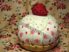 .:. Alfineteiro Cupcake .:. (Bonecos de Pano .Com) Tags: cupcake fuxico pincushion docinho bolinho moranguinho alfineteiro