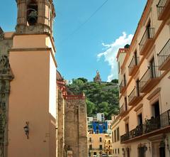El mirador del Pípila desde el templo de San Diego (Guanajuato México) Tags: sandiego guanajuato templo mirador pípila