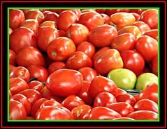 Fried Green Tomatoes - Nem todos so vermelhos. (de Paula FJ) Tags: red brazil food verde green colors brasil cores comida tomatoes vermelho marketstreet tomate flavors sabores mercadoderua