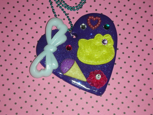 80's Hello Kitty Heart Necklace Sno