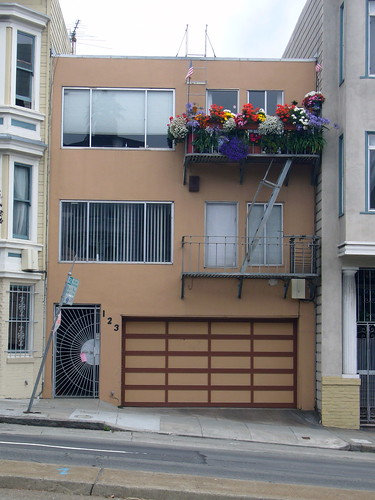 house on Guerrero with flowers on top floor balcony
