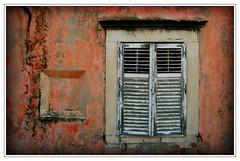 dubrovnik details - windows (wunderskatz) Tags: dubrovnik croatia hrvatska old city stari grad windows red white wall house window colorphotoaward wunderskatz