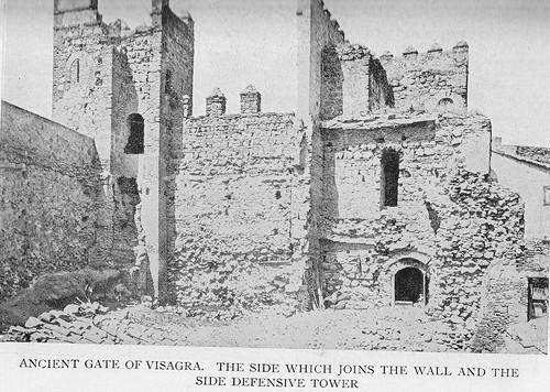 Puerta vieja de Bisagra o de Alfonso VI (Toledo) antes de su restauración. Antes de 1905