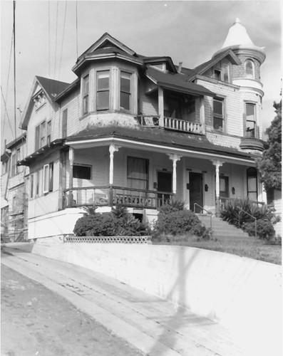 Luckenbach House