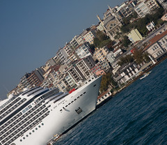 Cruise Ship in front of Galata (Funky Chickens) Tags: turkey türkiye istanbul constantinople trkiye