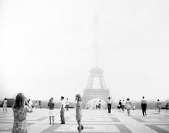 euro0056a Trocadero View of Eiffel Tower in Paris France 1969 (CanadaGood) Tags: bw paris france tower 1969 analog french polaroid blackwhite europe eiffeltower eiffel toureiffel streetphoto trocadero sixties trocadéro printfilm canadagood polaroidlandmodel250 type107filmiso3000