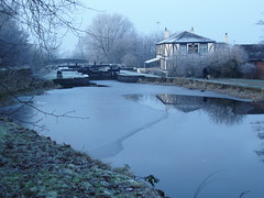Kirkless Hall Inn (markhsal) Tags: morning canal frozen pub frost newyear 2009 newyearsday jackfrost leedsliverpool kirklesshallinn