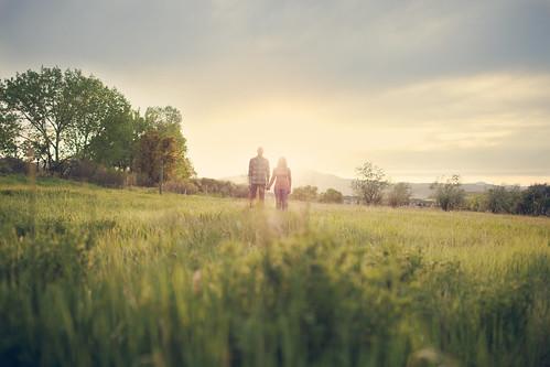 フリー写真素材, 人物, 人と風景, カップル・恋人・夫婦, 草原, アメリカ人,