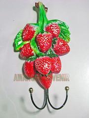 souvenir gypsum ganci strawberry besar