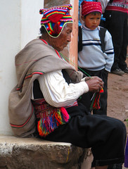 Anciano y Niño, Isla Taquile (frascodemiel) Tags: travel viaje boy portrait lake man color lana wool peru titicaca hat inca canon lago kid child retrato oldman perú sombrero enfant niño taquile andino hombre pequeño andean peruvian tierra peruano peruana a720is frascodemiel