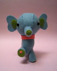 Hugo's heart (melingo wagamama) Tags: elephant handmade felt softie hugo nuigurumi interestingness245 explored feltmascot 365toyproject 9784277563123