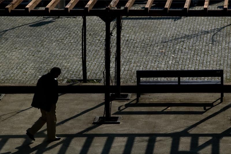 Um homem na sombra