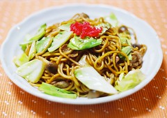 yakisoba (bobby stokes) Tags: food lunch pork cabbage noodles yakisoba pickledginger benishoga