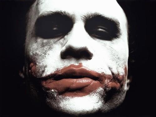 heath-ledger-e-joker-in-una-scena-del-film-the-dark-knight-41622 da te.