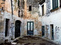 Priv (_Blaster_) Tags: houses windows italy muro scale stone wall stairs graffiti italia doors fuji stones case f30 pietre finepix porte walls written pietra salento puglia manduria blaster muri culdesac portone finestre scritte fujif30 abigfave goldenvisions