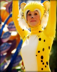 Parade of Dreams Ver. 2 (SDG-Pictures) Tags: show california animals yellow fun happy costume disneyland joy performance dressup happiness disney parade entertainment cheetah southerncalifornia orangecounty anaheim performers enjoyment themepark picnik role employees entertaining roleplaying disneylandresort paradeofdreams secondversion disneyparade magicmakers disneythemeparks disneylandcastmembers makingmagic disneycast disneyparades lionkingfloat femaleperformers disneyphotochallenge dsineyphotochallengewinner june162008 themeparkfun takenbystepheng rolesmagical
