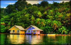 Hotel a Isla Grande (Seracat) Tags: ocean sea beach america hotel mar grande central playa bananas caribbean carib isla panamá orton myfavs caribe oceà sonya100 panamà goldstaraward seracat