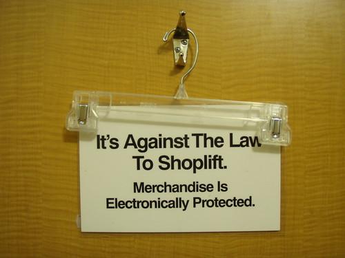 Contra la ley by flickr user Daquella manera