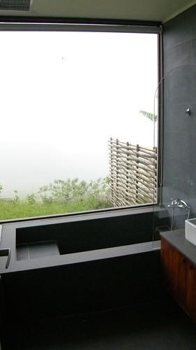 06.有大片玻璃的浴室