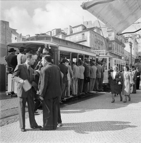 Eléctricos, Lisboa (Portugal) by Biblioteca de Arte-Fundação Calouste Gulbenkian.