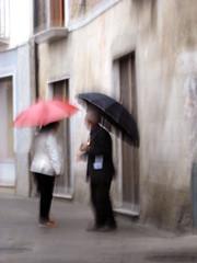 Rouge et noir... (Giuseppe Torcasio) Tags: life blur blurry mediterraneo corso donne rosso pioggia nero calabria mosso uomini ombrella giuseppetorcasio