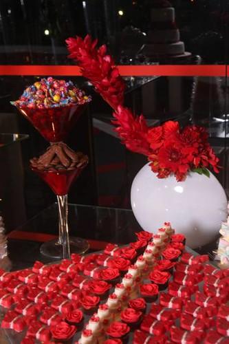 حلويات مع ضيـــــــــــــــــــافة مميزة جداً 3061907889_006a7f575