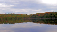 Lake in Laurentian Mountains (Canada) (Hindrik S) Tags: sky cloud lake canada reflection water licht mar meer forrest quebec olympus lucht bos laurentians wetter laurentides reflectie woud woor bosk c5000z wld