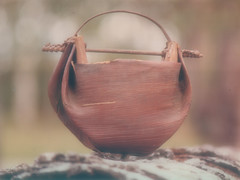 Palm Leaf Water Carrier (Anua22a) Tags: water basket oz palm caldera anu watercarrier basketry bangalowpalm australianaborigines australiannativeflora rainbowregion naturalfibers rainforestplants midginbil australianrainforestplants calderacoast anuart summer089 calderaofthemtwarningshieldvolcano aborigiana