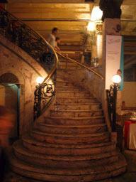 Le grand escalier montant aux salons. Confiteria del Molino. Buenos Aires