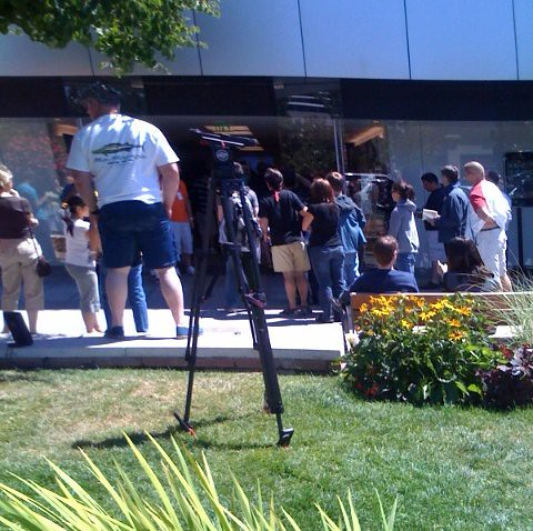 Line for iPhone 3G at Apple Store, University Village